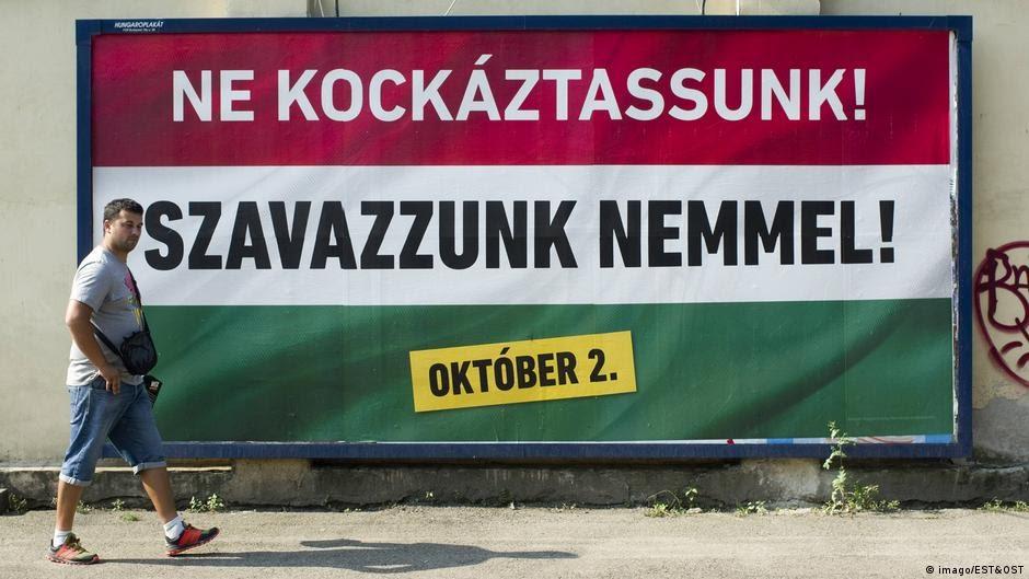 Budapest Ungarn Referendum Plakate (imago/EST&OST)